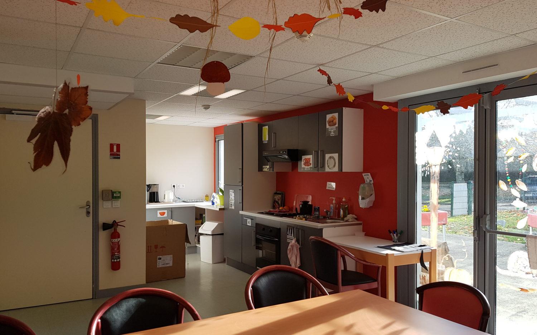 Vue de l'espace cuisine aménagé pour le PASA à l'Ehpad Résidence du Parc
