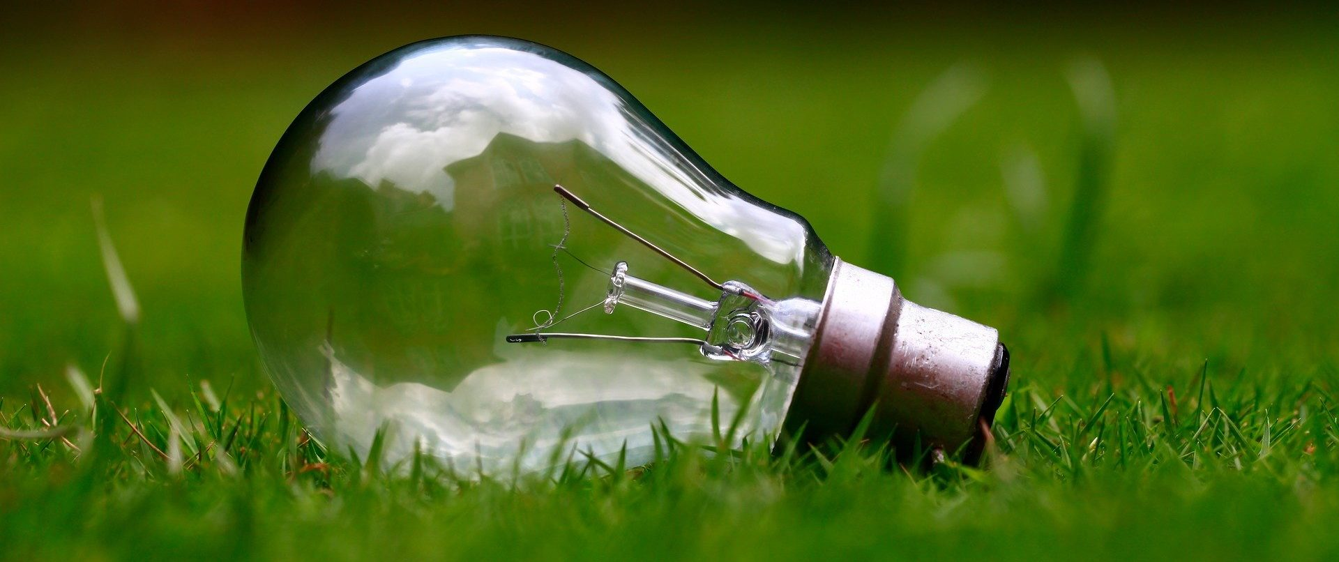 light-bulb-984551_1920